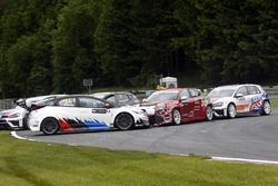 Crash: Harald Proczyk, WestCoast Racing, Honda Civic TCR; Petr Fulin, Mulsanne Racing, Alfa Romeo Gi