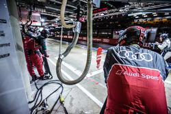 Des membres de l'équipe Audi Sport Team Joest