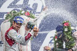 Подиум LMP1: празднование с шампанским