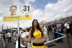 Gridgirl von Tom Blomqvist, BMW Team RBM, BMW M4 DTM