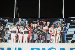 Am podium: winners #888 Kessel Racing Ferrari F458 Italia: Marco Zanuttini, Liam Talbot, Vadim Gitli