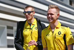 Кевин Магнуссен, Renault Sport F1 Team и Сергей Сироткин, Renault Sport F1