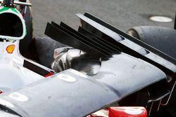 أنف سيارة فيراري اس.اف16-اتش المتضرّر بعد انسحاب سيباستيان فيتيل