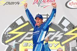 Ganador de la carrera Elliott Sadler, JR Motorsports Chevrolet