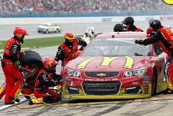Jamie McMurray, Chip Ganassi Racing Chevrolet pit action