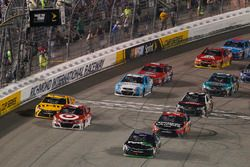 Restart: Denny Hamlin, Joe Gibbs Racing Toyota leads