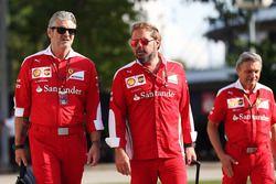 (Da sx a dx): Maurizio Arrivabene, Team Principal Ferrari con Gino Rosato, Ferrari