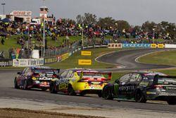 Shane van Gisbergen, Triple Eight Race Engineering Holden, Chaz Mostert, Rod Nash Racing Ford ve Cam
