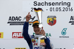 Podium: Sieger Mike David Ortmann, Mücke Motorsport