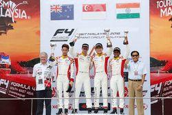 Podium: ganador, Danial Nielsen Frost, segundo, Faine Kahia, tercero, Akash Gowda