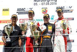 Podium: Sieger Joseph Mawson, Van Amersfoort Racing ; 2, Juri Vips, Prema Powerteam; 3. Nicklas Niel