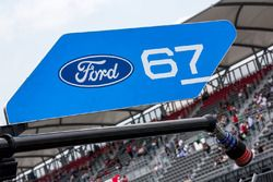 #67 Ford Chip Ganassi Racing Team UK Ford GT pit stall