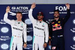 Pole for Lewis Hamilton, Mercedes AMG F1 W07, 2nd for Nico Rosberg, Mercedes AMG F1 W07 and 3rd for