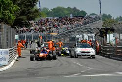 Safety car, Yellow flags, crash, track guards, David Beckmann kfzteile24 Mücke Motorsport Dallara F