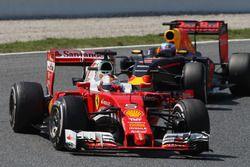 Sebastian Vettel, Ferrari SF16-H, vor Daniel Ricciardo, Red Bull Racing RB12