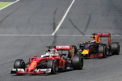 Sebastian Vettel, Scuderia Ferrari und Daniel Ricciardo, Red Bull Racing