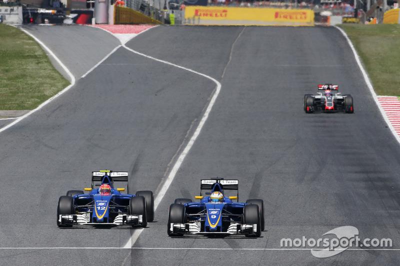 O brasileiro até disputou posição com o companheiro Marcus Ericsson durante a prova, mas terminou em 14º enquanto o companheiro foi o 12º.