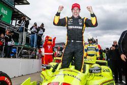 Race winner Simon Pagenaud, Team Penske Chevrolet
