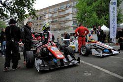 Joel Eriksson, Motopark Dallara F312 - Volkswagen, und Arjun Maini, ThreeBond with T-Sport Dallara F