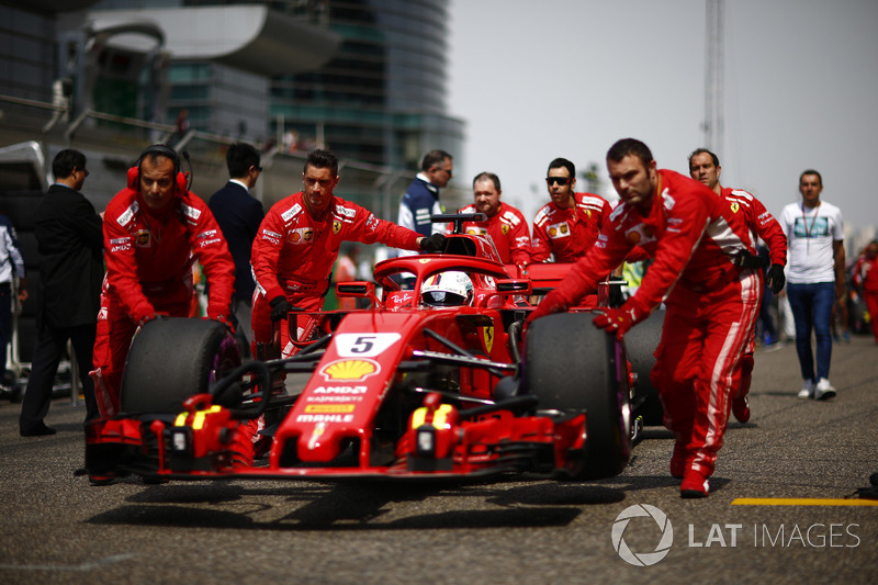 Sebastian Vettel, Ferrari SF71H, arriva in griglia