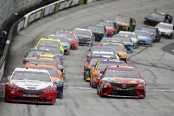 Kyle Busch, Joe Gibbs Racing, Toyota Camry Skittles Ryan Blaney, Team Penske, Ford Fusion REV