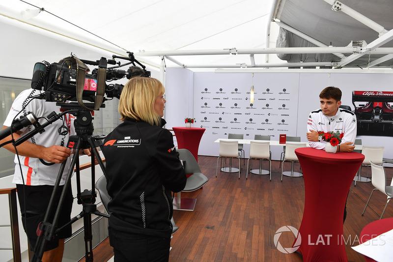 Charles Leclerc, Sauber parle aux médias