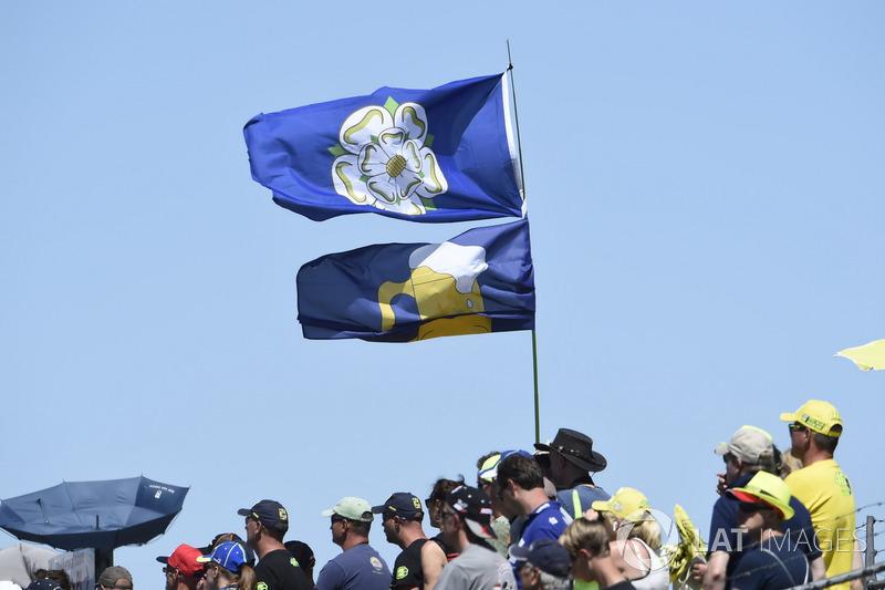 Tifosi e bandiere
