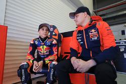 Deniz Öncü con Niklas Ajo, Red Bull KTM Ajo