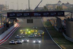 Start of the race #1 Porsche Team Porsche 919 Hybrid: Neel Jani, Andre Lotterer, Nick Tandy leads from #7 Toyota Gazoo Racing Toyota TS050-Hybrid: Mike Conway, Kamui Kobayashi, Jose Maria Lopez