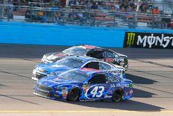 Aric Almirola, Richard Petty Motorsports Ford, Dale Earnhardt Jr., Hendrick Motorsports Chevrolet an