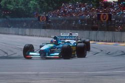 Michael Schumacher, Benetton B194 Ford leads Damon Hill, Nigel Mansell, Williams FW16B Renault