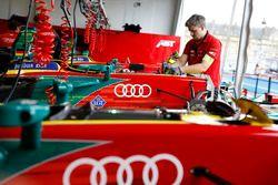 Logo LGT sulla vettura del team Audi Sport ABT Schaeffler