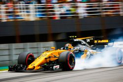 Carlos Sainz Jr., Renault Sport F1 Team RS17, locks up heavily