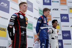 Rookie Podium: Winner Robert Shvartzman, PREMA Theodore Racing Dallara F317 - Mercedes-Benz, second Jüri Vips, Motopark Dallara F317 - Volkswagen, third place Enaam Ahmed, Hitech Bullfrog GP Dallara F317 - Mercedes-Benz