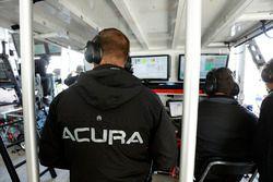 Les ingénieurs de la #6 Acura Team Penske Acura DPi, P: Dane Cameron, Juan Pablo Montoya, Simon Pagenaud