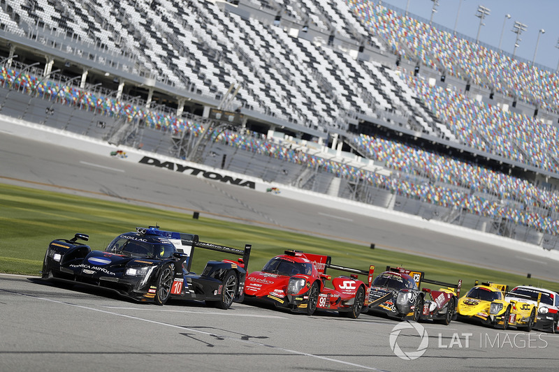 #10 Wayne Taylor Racing Cadillac DPi, P: Renger van der Zande, Jordan Taylor, Ryan Hunter-Reay, #99