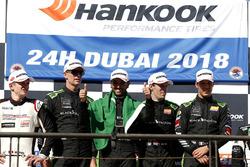 Podio: ganadores de la carrera #2 Black Falcon Mercedes-AMG GT3: Abdulaziz Al Faisal, Hubert Haupt, Yelmer Buurman, Gabriele Piana