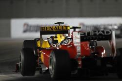 Vitaly Petrov, Renault R30, devant Fernando Alonso, Ferrari F10