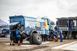 Team Kamaz Master mechanic at work