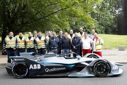 Il Campione del Mondo di Formula 1, Nico Rosberg con Alejandro Agag, CEO, Formula E, e una Formula E Gen2