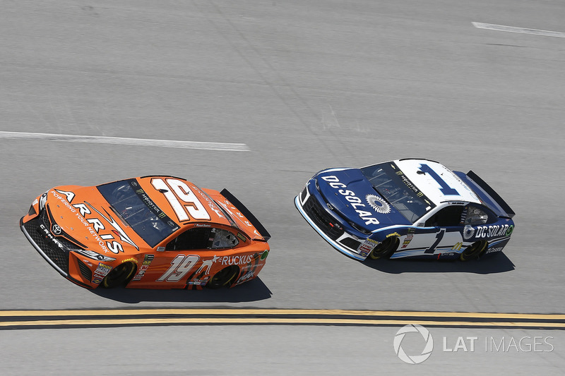 Daniel Suarez, Joe Gibbs Racing, Toyota Camry ARRIS nJamie McMurray, Chip Ganassi Racing, Chevrolet Camaro DC Solar