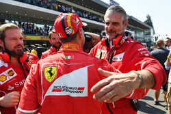 Pole pozisyonu galibi Sebastian Vettel, Ferrari, Maurizio Arrivabene, Ferrari Takım Patronu