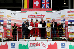 Podio Trofeo Pirelli: il vincitore della gara #8 Octane 126 Ferrari 488: Fabio Leimer, al secondo posto #1 Octane 126 Ferrari 488: Bjorn Grossmann, al terzo posto #92 Stratstone Ferrari Ferrari 488: Sam Smeeth