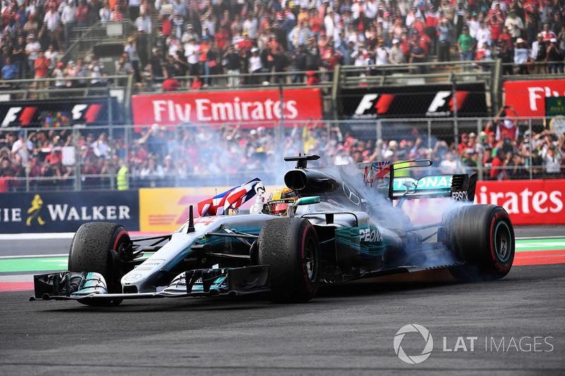 1. Lewis Hamilton, Mercedes (233 poin)