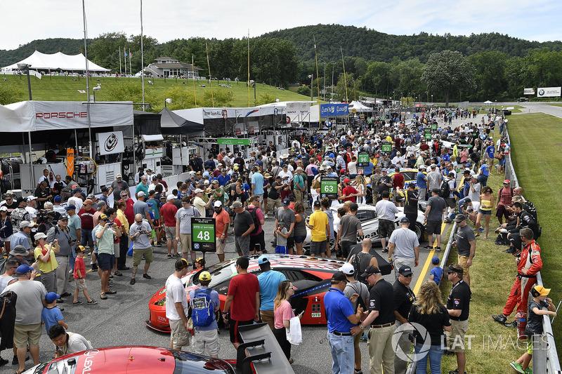 Pre-race grid walk