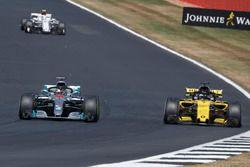 Lewis Hamilton, Mercedes-AMG F1 W09 overtakes Carlos Sainz Jr., Renault Sport F1 Team R.S. 18