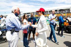 Lawrence Stroll wenst zijn zoon Lance Stroll, Williams Racing, succes op de grid