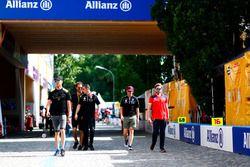 Andre Lotterer, Techeetah, Jean-Eric Vergne, Techeetah, Sébastien Buemi, Renault e.Dams, Nicolas Prost, Renault e.Dams, Nick Heidfeld, Mahindra Racing, in the pit lane