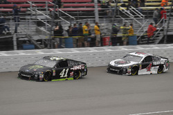 Kurt Busch, Stewart-Haas Racing, Ford Fusion Monster Energy / Haas Automation and Kevin Harvick, Ste