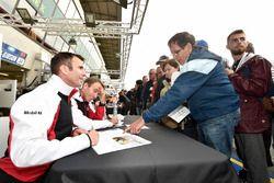 #94 Porsche GT Team Porsche 911 RSR: Romain Dumas, Timo Bernhard, Sven Müller autograph session